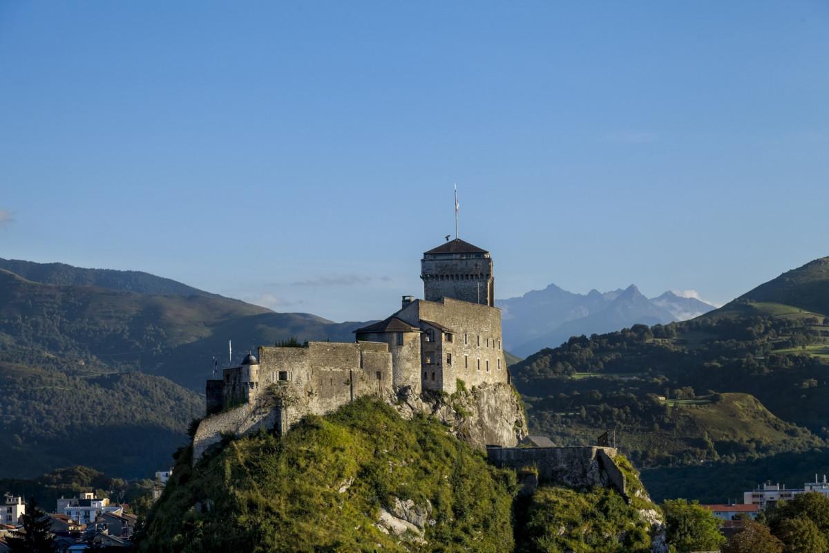 Chateau-Fort-ete-2-HD--P-Vincent--OT-Lourdes-Copier