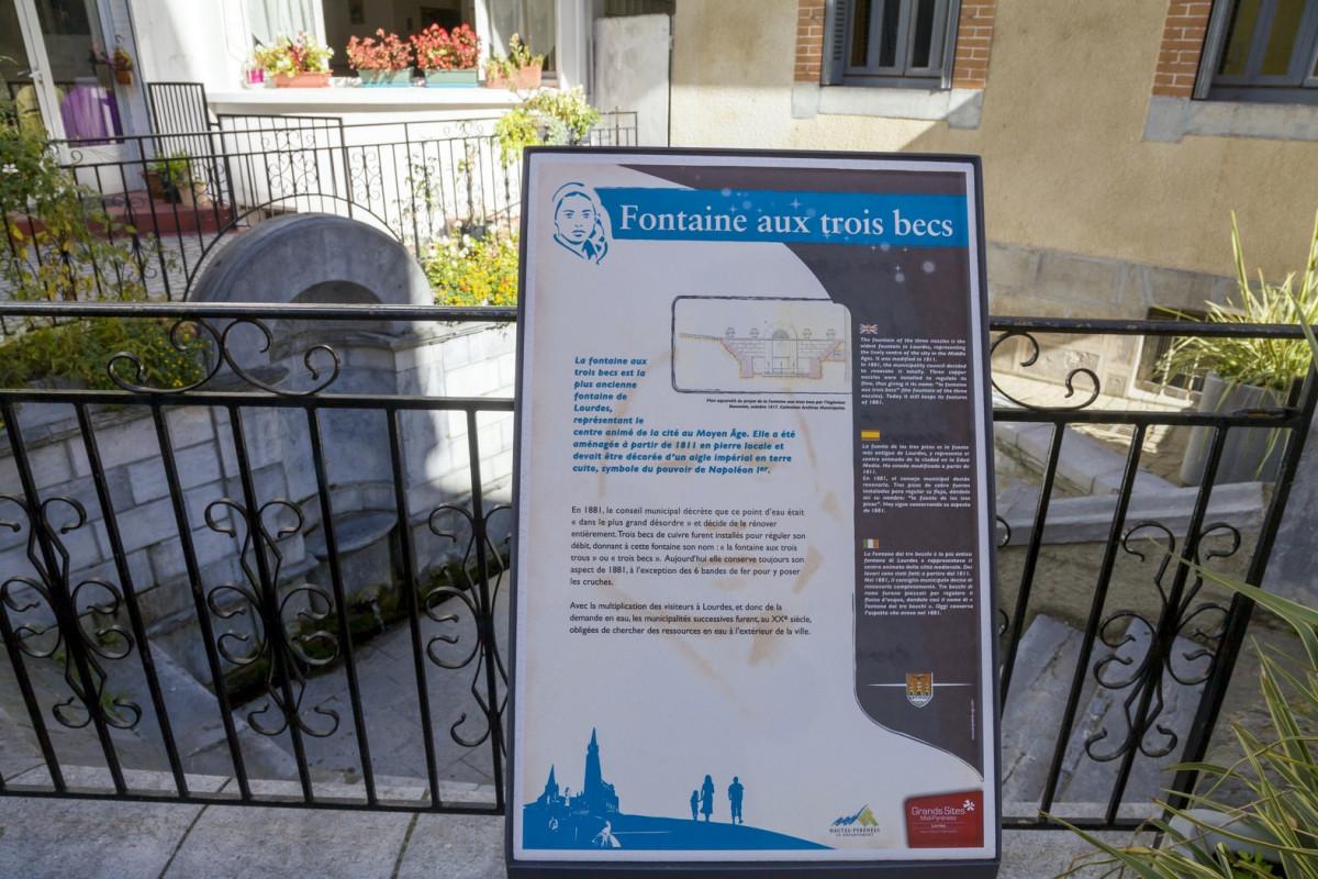 Parcours-touristiques-panneau-fontaine-3-becs-HD-2015--P-Vincent-OT-Lourdes-Copier